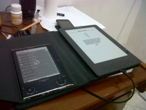 kindle dx compare with sony PRS-505